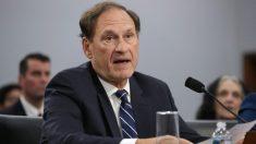 Juez Alito dice no estar sorprendido por reacción a sus comentarios sobre restricciones por pandemia