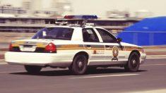 Persecución policial da un giro inesperado: policía baja la pistola y abraza a la mujer en fuga