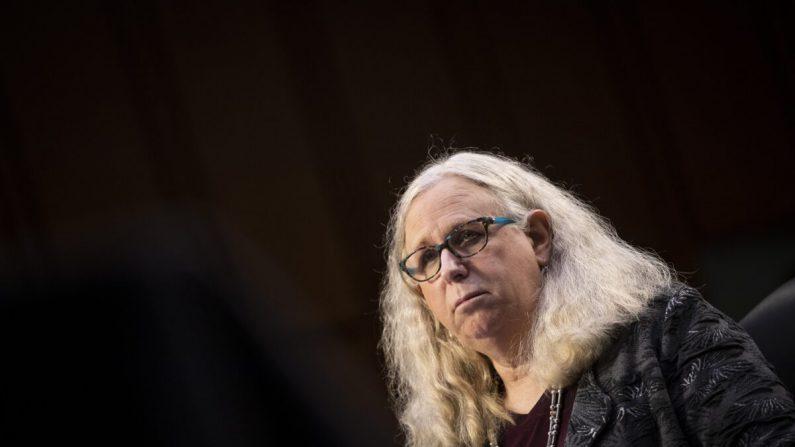 Rachel Levine, nominada a subsecretaria en el Departamento de Salud y Servicios Humanos, testifica durante una audiencia en el Senado en Washington el 25 de febrero de 2021. (Caroline Brehman/Pool/Getty Images)