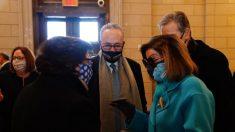 Pelosi y Schumer presentan resolución para que demócratas aprueben paquete de ayuda sin apoyo del GOP