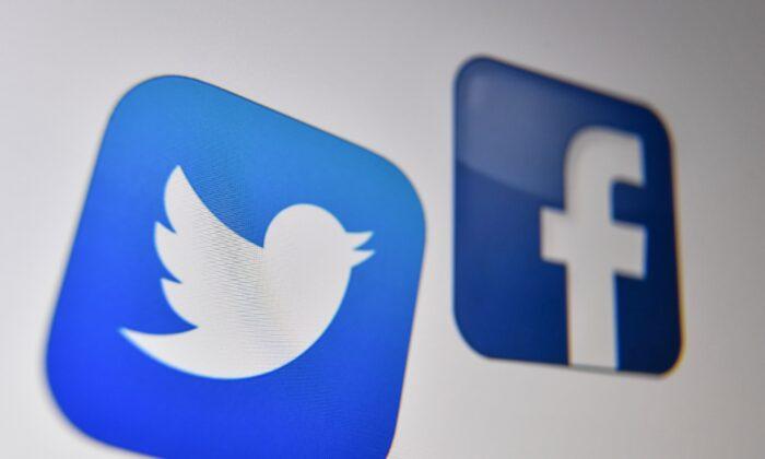 Logotipos de las redes sociales estadounidense, Facebook y Twitter en una pantalla de ordenador en Lille el 21 de octubre de 2020. (Denis Charlet/AFP vía Getty Images)