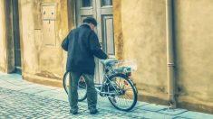 Repartidor de periódicos recibe bicicleta eléctrica en su 80° cumpleaños: ¡Espera llegar a los 90!