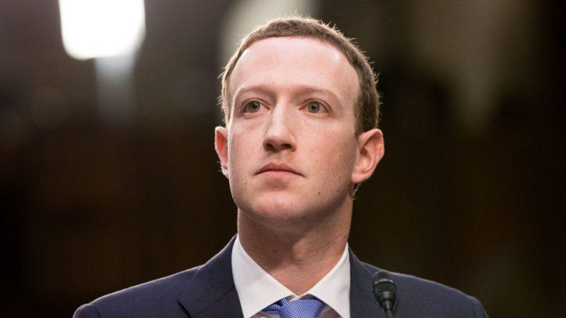 El fundador y CEO de Facebook, Mark Zuckerberg, testifica en una audiencia conjunta de los Comités Judicial y de Comercio del Senado en Washington el 10 de abril de 2018. (Samira Bouaou/The Epoch Times)