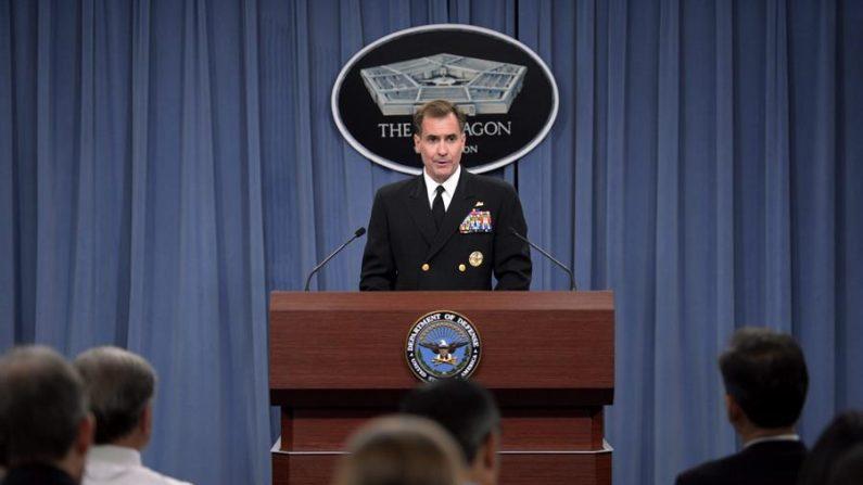 El portavoz del Pentágono, el contraalmirante John Kirby, quien confirmó este lunes que un miliciano murió y otros dos resultaron heridos en el bombardeo que lanzó EE.UU. sobre territorio sirio, en la frontera con Irak. (EFE/Shawn Thew/Archivo)