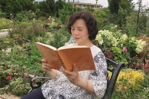 Gerente de negocios relata los cambios sorprendentes en su vida a través de practicar Falun Dafa