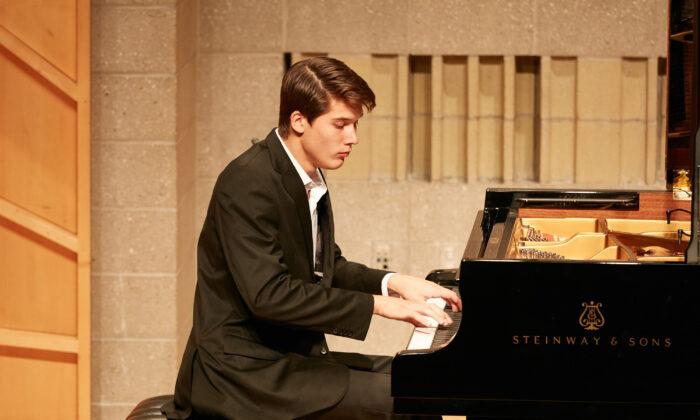 El mexicano Vladimir Petrov en el Concurso Internacional de Piano NTD de Nueva York. (Epoch Times)