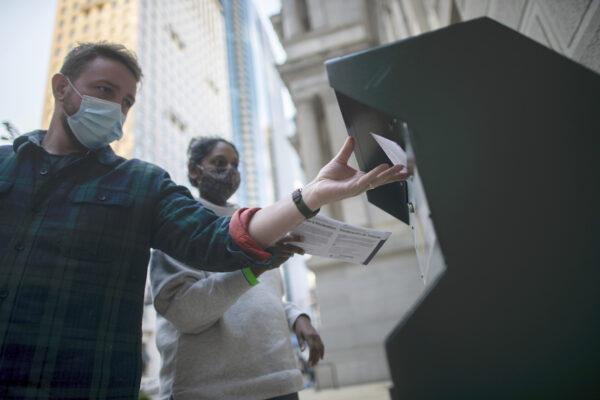 Early Voting Ballots In Philadelphia 600x400