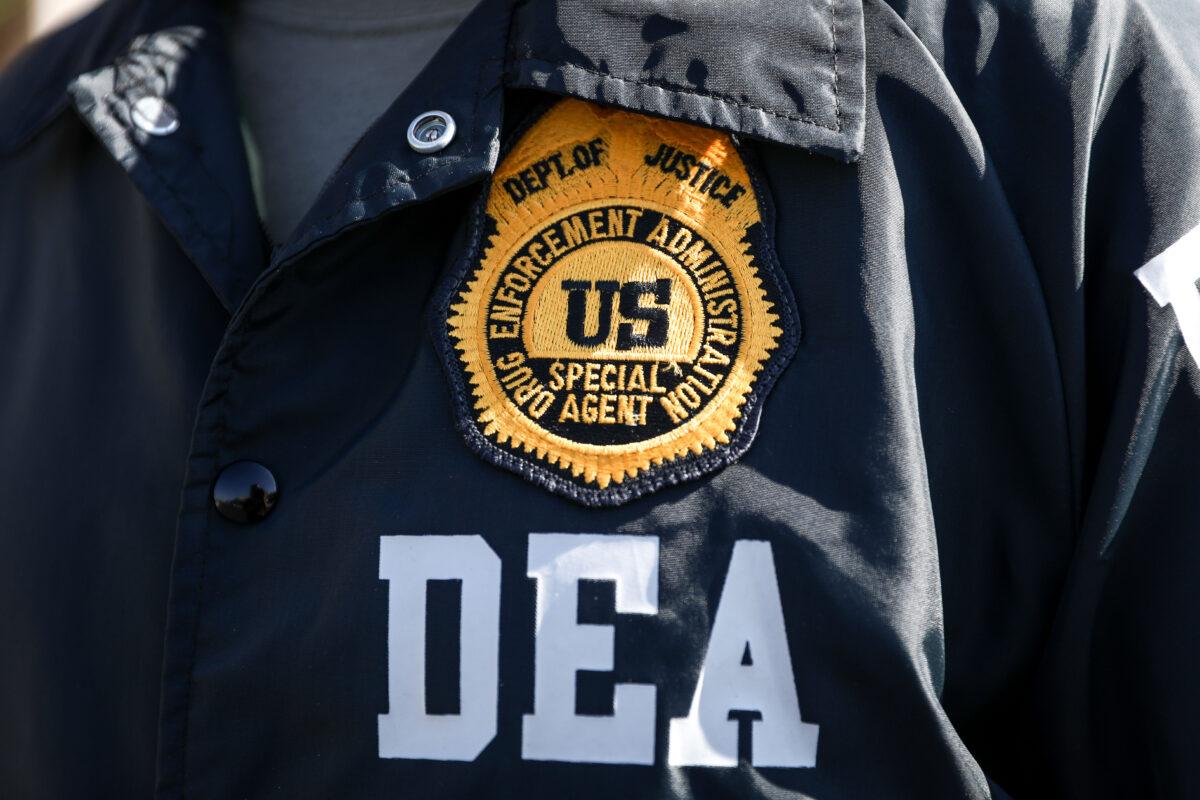 Muertes por sobredosis de drogas alcanzan niveles récord, cárteles mexicanos más fuertes que nunca: DEA