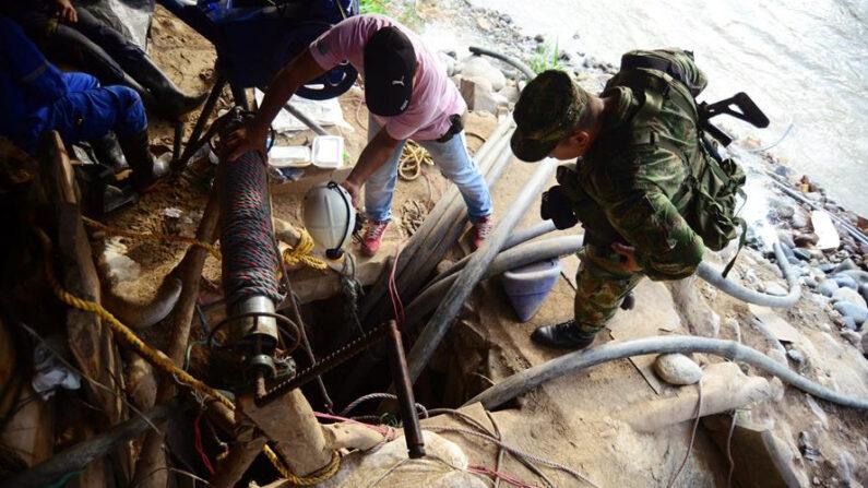 En la imagen el registro de un operativo de rescate en una mina en Colombia. EFE/Ernesto Guzmán/Archivo