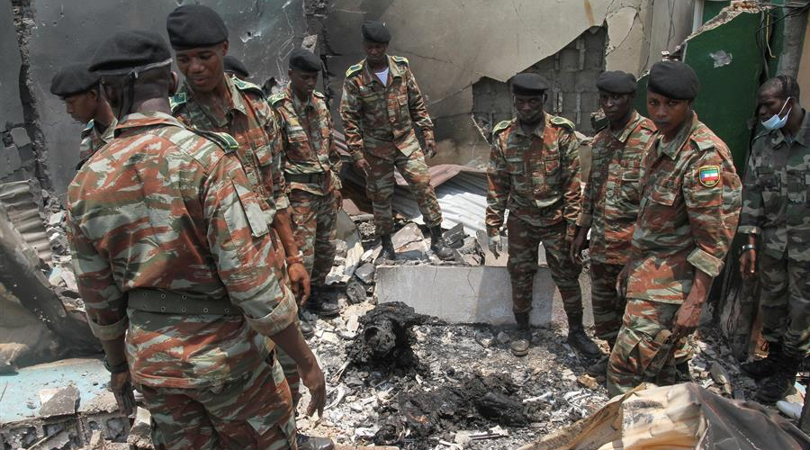 Suben a 98 los muertos por las explosiones en un cuartel en Guinea Ecuatorial