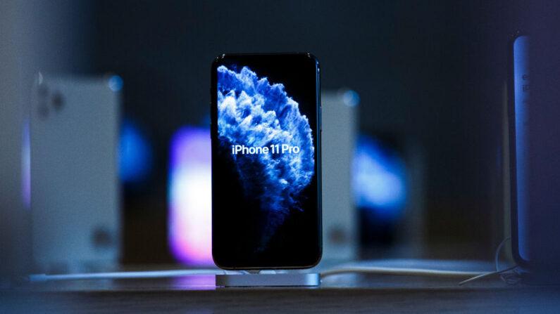 El nuevo iPhone 11 Pro se muestra en una tienda de Apple el primer día de la venta del teléfono en la Apple Store el 20 de septiembre de 2019 en Berlín, Alemania. (Carsten Koall / Getty Images)