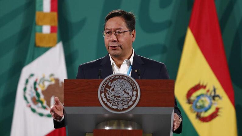 El presidente de Bolivia, Luis Arce, habla durante una conferencia de prensa el 24 de marzo de 2021, en el Palacio Nacional de Ciudad de México (México). EFE/ José Méndez