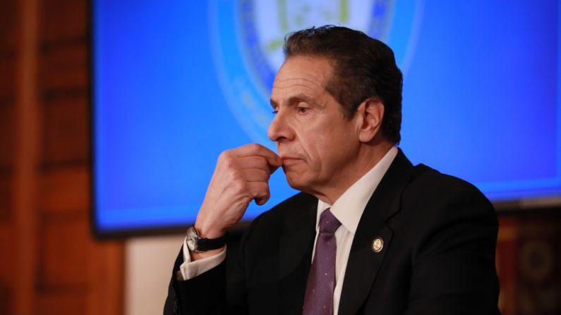 El gobernador de Nueva York, Andrew Cuomo, ofrece una conferencia de prensa sobre la crisis del coronavirus, el 17 de abril de 2020, en Albany, Nueva York. (Matthew Cavanaugh/Getty Images)