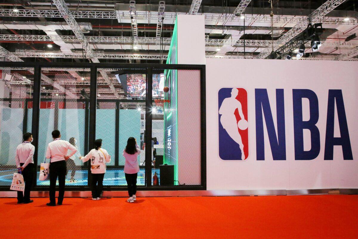 """Senadora Blackburn quiere que la NBA """"aclare"""" su trato con la televisión estatal china"""
