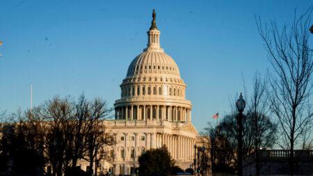 Legisladores presentan legislación para combatir la violencia antisemita