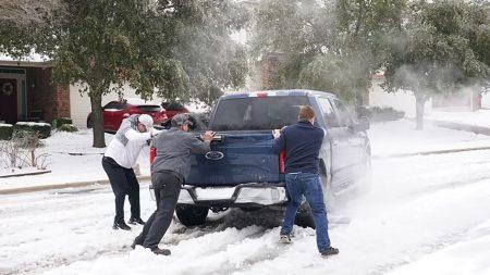 Texas demanda a compañía eléctrica por facturas elevadas durante tormenta de invierno