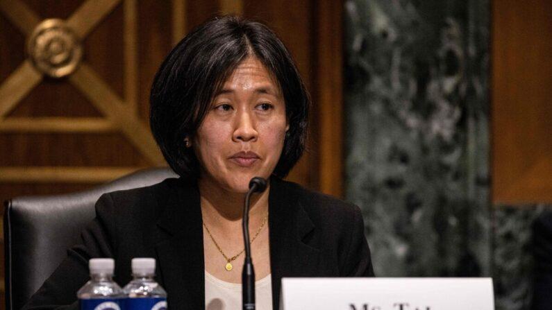 Katherine Tai, entonces nominada para Representante Comercial de EE. UU., testifica durante las audiencias del comité de Finanzas del Senado para examinar su nominación en Washington, el 25 de febrero de 2021. (Tasos Katopodis/POOL/AFP a través de Getty Images)