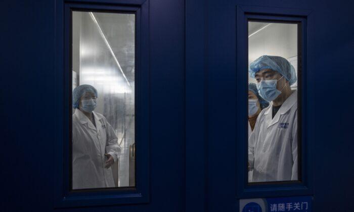 Personas no infectadas mueren en China bajo las extremas medidas de cierres por COVID-19
