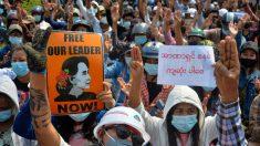 La junta militar birmana cierra medios e intimida a la población
