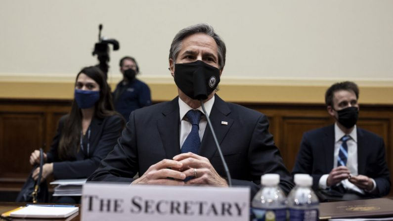 El secretario de Estado Antony Blinken declara ante la Comisión de Asuntos Exteriores de la Cámara de Representantes en el Capitolio, en Washington, el 10 de marzo de 2021. (Ting Shen-Pool/Getty Images)