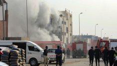 Mueren 20 personas en el incendio de una fábrica textil en Egipto
