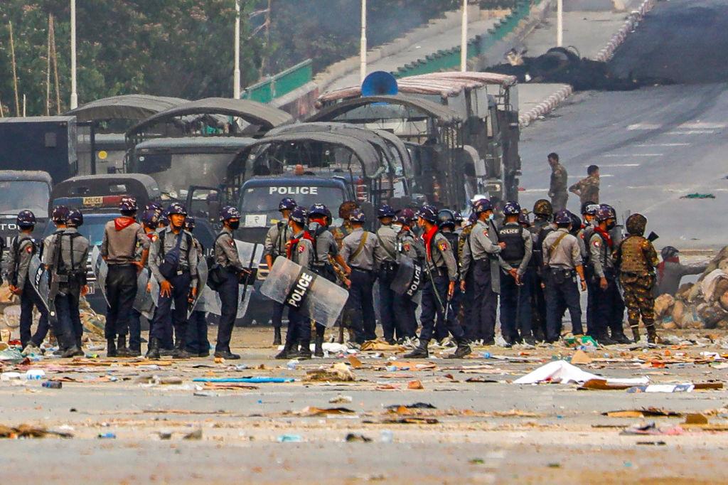 UE adopta sanciones contra nueve civiles y dos empresas de Birmania