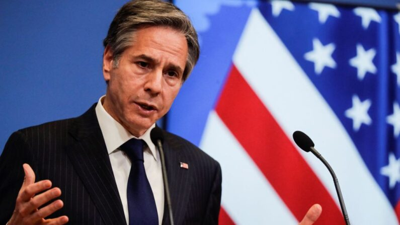 El secretario de Estado de EE.UU., Antony J Blinken, ofrece una conferencia de prensa al término de una reunión de ministros de Asuntos Exteriores de la OTAN en la sede de la Alianza en Bruselas, el 24 de marzo de 2021. (Olivier Hoslet/POOL/AFP vía Getty Images)