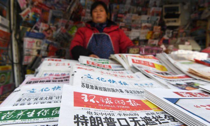 Un quiosco chino que vende periódicos estatales en Beijing, en una foto de archivo. (Greg Baker/AFP/Getty Images)