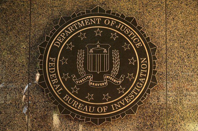 El sello del FBI en el exterior del edificio Edgar J. Hoover, el 9 de mayo de 2017, en Washington, D.C. (Chip Somodevilla/Getty Images)