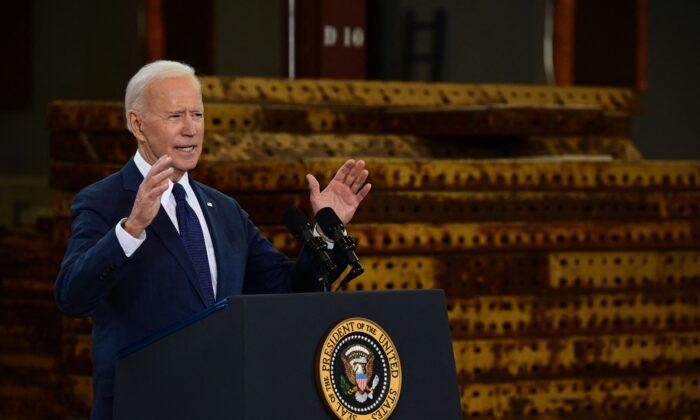 El presidente Joe Biden habla en Pittsburgh, Pensilvania, el 31 de marzo de 2021. (Jim Watson/AFP a través de Getty Images)