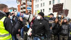 Multitudes protestan contra las restricciones por el COVID-19 en toda Europa