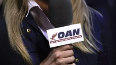 OAN exige a demócratas de la Cámara que retracten cartas que presionan a operadores de televisión