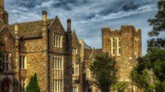 Universidad de Duke confina a los estudiantes citando aumento de COVID-19 por una fiesta