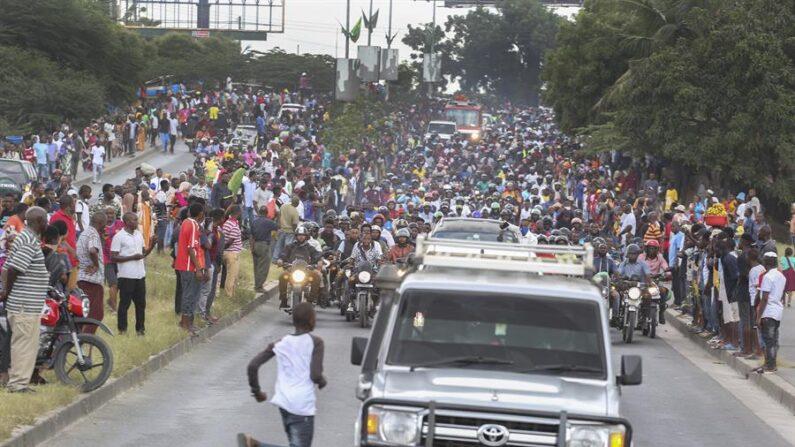 La Policía de Tanzania confirmó el 30 de marzo de 2021 que asciende a 45 la cifra oficial de fallecidos en la estampida desatada este 21 de marzo en el Estadio Uhuru en Dar es Salam donde decenas de miles de ciudadanos acudieron a velar al presidente John Magufuli, fallecido el pasado día 17 de forma inesperada. EFE/EPA/ANTHONY SIAME