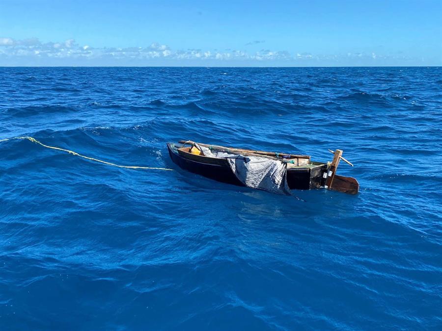 EE.UU. repatría a 2 cubanos interceptados en el mar, mientras se duplican casos