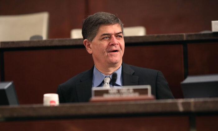 El representante Filemón Vela (D-Texas) participa en una audiencia en Washington el 4 de abril de 2017. (Chip Somodevilla/Getty Images)