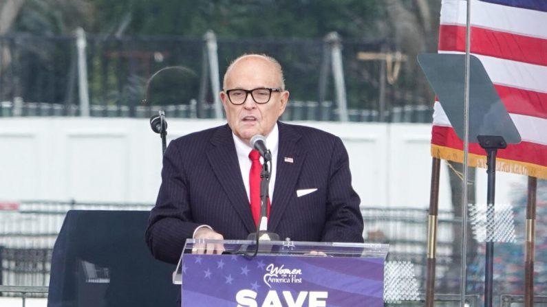 """El abogado Rudy Giuliani en el mitin """"Detengan el Robo"""" en Washington, el 6 de enero de 2021. (Jenny Jing/The Epoch Times)"""