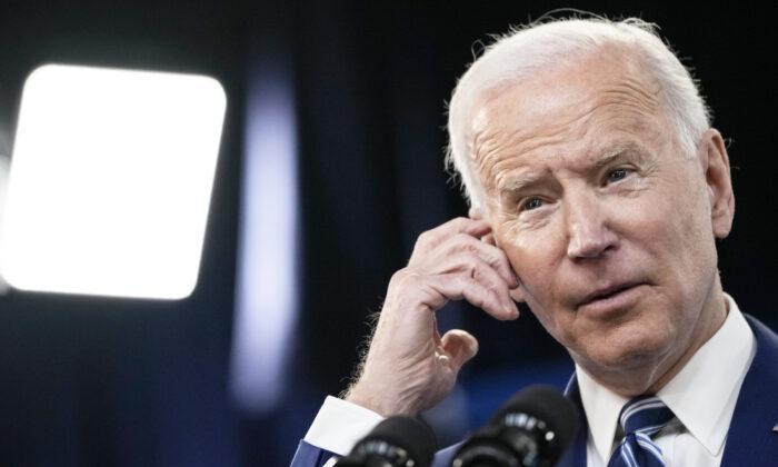 """Texas demanda a Biden por """"alentar la propagación"""" de covid-19 en la frontera"""