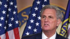 McCarthy dice que emprenderá acciones contra Waters por incitar a la violencia si Pelosi se niega