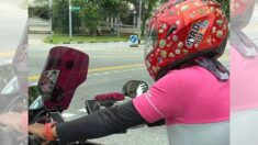 Captan a repartidor de comida con fotos de sus hijos en su moto: Son su inspiración