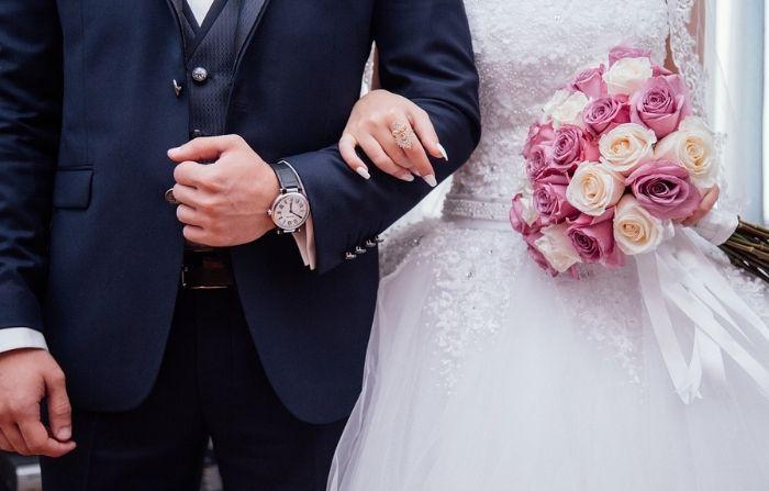 Pareja de indigentes recibe una boda de regalo tras 24 años juntos, gracias a la ayuda de un extraño