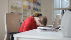La falta de sueño dificulta la capacidad para detener los pensamientos negativos
