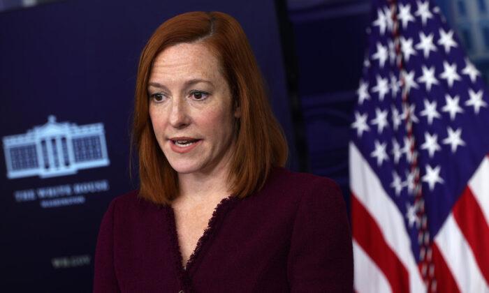 La secretaria de Prensa de la Casa Blanca, Jen Psaki, habla durante una conferencia de prensa en la Sala James Brady de la Casa Blanca el 9 de febrero de 2021. (Alex Wong/Getty Images)