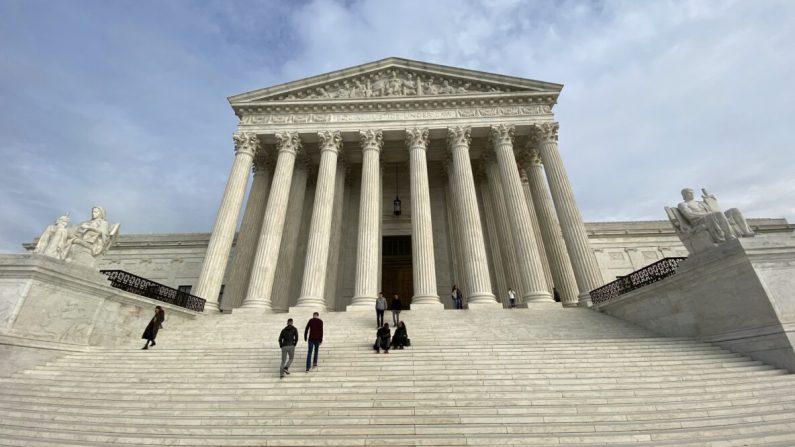 La Corte Suprema de los Estados Unidos es fotografiada en Washington el 1 de febrero de 2020. (Daniel Slim/AFP vía Getty Images)