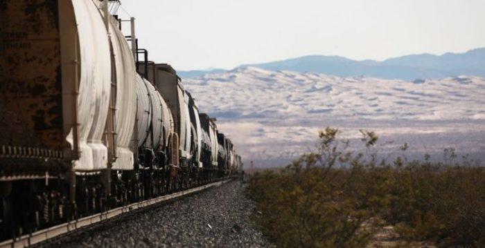 44 vagones de tren se descarrilan en el desierto de California