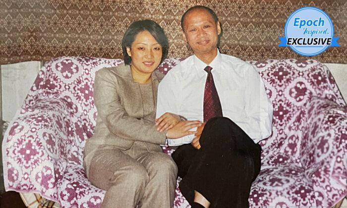 Ying Li, de 51 años, con su marido, Grant Lee, de 58. Ying fue perseguida en la China comunista hace dos décadas por negarse a abandonar su fe en la práctica de meditación Falun Dafa, antes de que Grant la rescatara a Australia en noviembre de 2003. (Cortesía de Ying Li y Grant Lee)
