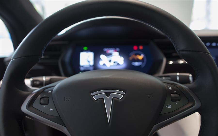Dos muertos en un accidente de un auto Tesla en Texas que se cree que no tenía conductor