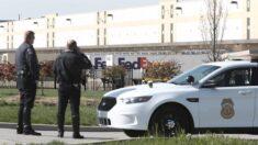 Sospechoso del tiroteo de FedEx utilizó 2 rifles de asalto que compró legalmente, dice la policía