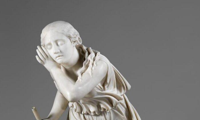 """Un detalle de """"Nydia, la florista ciega de Pompeya"""", 1853-1854, de Randolph Rogers. Mármol de Carrara; 36 1⁄8 pulgadas por 17 1⁄4 pulgadas por 25 1⁄4 pulgadas. Museo Metropolitano de Arte, Nueva York. (Dominio público)"""