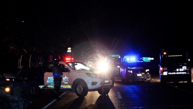 En una foto de archivo, un enfrentamiento entre policías y presuntos criminales ocurrido el 31 de marzo de 2021 en el estado mexicano de Guanajuato, centro del país, dejó como saldo seis muertos, entre ellos, un agente de la policía. EFE/Str